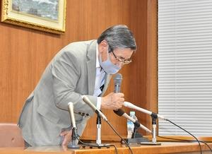 鯖江市長選挙への不出馬を表明した牧野百男市長=6月19日夜、同市役所