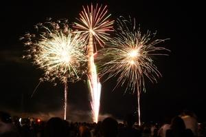 大野の夜空を彩った大花火大会=2018年8月、福井県大野市の真名川憩いの島