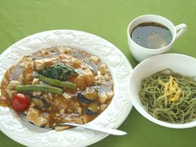 フカヒレ・アワビ・スッポン、高級食材を使ったラーメンが人気