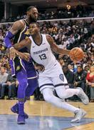 NBA、グリズリーズ首位守る