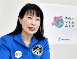 宇宙に興味を持ったきっかけや、宇宙での体験談を語る山崎直子さん=4月、東京都内