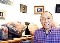 聴覚障害越え希望の二人展 陶芸家・福嶋さん(越前町)7日から 「夕陽」題材写実的に 香川の作家と