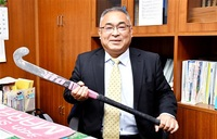 ホッケー女子強化 要に 大久保・鯖江中校長が本部長 メダルへ「全力で貢献」