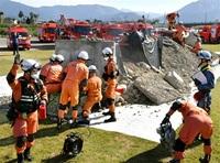 複合災害備え4000人 県総合防災訓練 土砂内救助や避難 大野、勝山