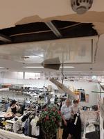 天井が壊れた福井県坂井市のアミの店内=9月4日