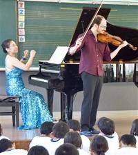 武生国際音楽祭 プロの音楽 児童感激 スクールコンサート開始 みんなで読もう