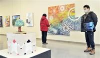 県内15高美術部員自ら企画52点展示 県立美術館