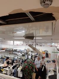 坂井市のアミ、地震で天井複数壊れる