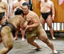 朝乃山は専属トレーナーと鍛錬