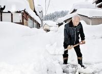 除雪で手震え…伝統工芸士が悲嘆