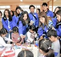 自ら考える遊びに関心 香港の幼稚園教諭ら来日 39人、福井大附幼を視察