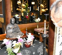 1471年寄進 内部墨書きで判明 弘法大師坐像を公開 室町期の仏師作 表情豊か 越前町・朝日観音福通寺 来月5日まで