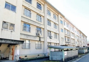 空き家が増えている福井県敦賀市の市営住宅=2月26日
