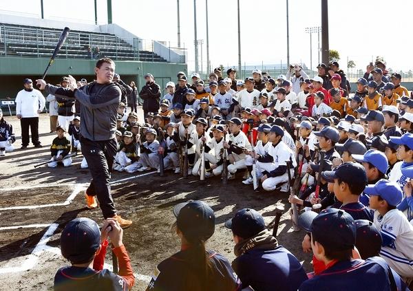 阪神・福留選手ら4人が野球指導