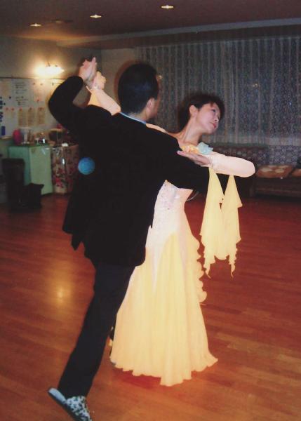 はじめての社交ダンス ブルースやジルバを踊ってみませんか?