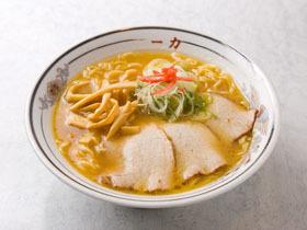 自慢の中細ちぢれ麺と豚骨醤油のスープの相性が抜群