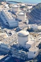 関西電力美浜原発3号機(手前)=2020年12月に福井新聞社ヘリから撮影、福井県美浜町