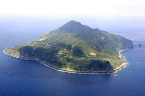 鹿児島県・トカラ列島の悪石島=2010年3月、共同通信社ヘリから