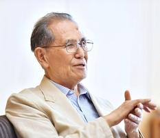 「中国、韓国との和解に取り組みたい」と話す松尾文夫氏=23日、福井新聞社