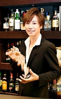 「片町」のマジシャン 岡田透さん 独学で技極め客を魅了 ふくい宝人 順化地区