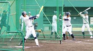 初戦前日の打撃練習で快音を響かせる敦賀気比ナイン=8月9日、大阪府の豊中ローズ球場