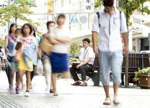 「期間限定」でいいんだろうか…。ゴールの形を見直し始めた=福井市中央1丁目の福井駅前電車通り