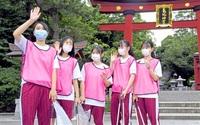 おもてなし隊高校生の力 敦賀市内3校、120人 期間限定参加 名所清掃、観光客見送り
