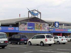 地元の水産業者が約70軒 日本海側最大級の市場