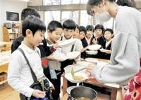 カレーの日、調理挑戦! 敦賀の園児「大盛りで」 みんなで読もう