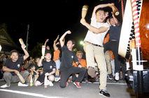 七年祭開幕前に大太鼓が競演
