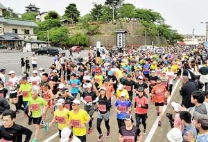 第14回坂井市古城マラソン=2019年6月2日、福井県坂井市丸岡町