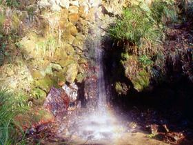 水晶が採れた滝として有名