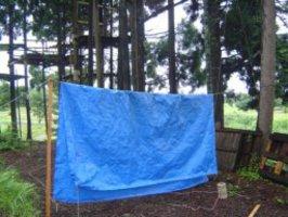 雨天時のテント設営にはシートが便利