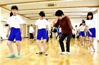 「文七踊り」楽しく体験 おおい・名田庄小5年親子 みんなで読もう