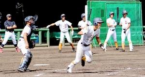 実戦を意識した打撃練習で快音を響かせる坂井ナイン=大阪府貝塚市