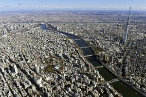東京の台東区、墨田区付近。中央は浅草、右は東京スカイツリー