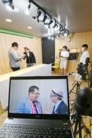 お笑いや音楽、地域に役立つ情報などをライブ配信した「福井新聞チャンネルLIVE DAY」=8月28日、福井新聞社・動画スタジオ
