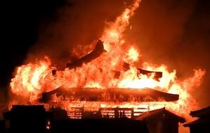 首里城火災の出火元は正殿の内部か 那覇市消防局、出火原因特定急ぐ ...