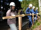 伝統工法で土留め柵、高校生が汗