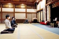呼吸だけに集中、座禅は心の掃除