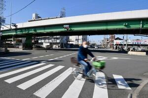 大植良太郎被告が、護送中の車両から逃走した現場付近=9日午前9時40分、大阪府東大阪市