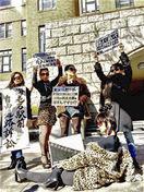 「モブ」で政権にNO、市と対立