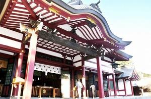 鈴緒が取り外された気比神宮の拝殿。例年は正月に鈴緒を増やしているが、今回は設置しないという=福井県敦賀市曙町