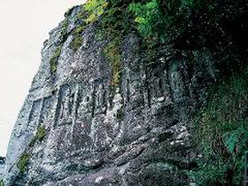 福井県でもここだけのレリーフ風に彫られた観音像