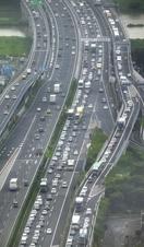 高速道路渋滞、回避や運転の注意点