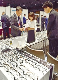 眼鏡産地、東京でPR 県内30社が見本市出展