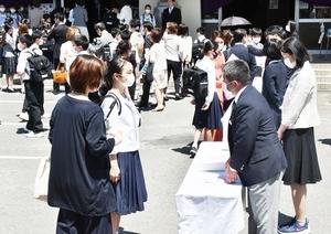 福井市で2カ月遅れの入学式