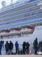 横浜・大黒ふ頭に着岸したクルーズ船「ダイヤモンド・プリンセス」=2月9日午前8時32分