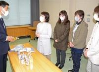 ニンニク加工品返礼活用へ贈る 勝山市に地元団体