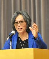 藤田宜永さん=2017年6月撮影、福井市の福井県立図書館